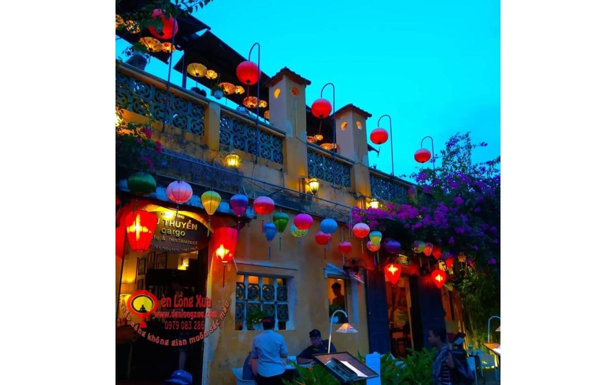 Trang trí quán cafe ngày tết bằng những chiếc đèn lồng