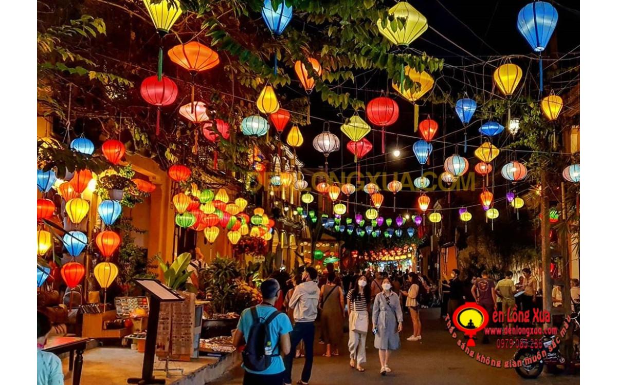 Thắp sáng không gian nơi công cộng với đèn vải nhiều màu sắc