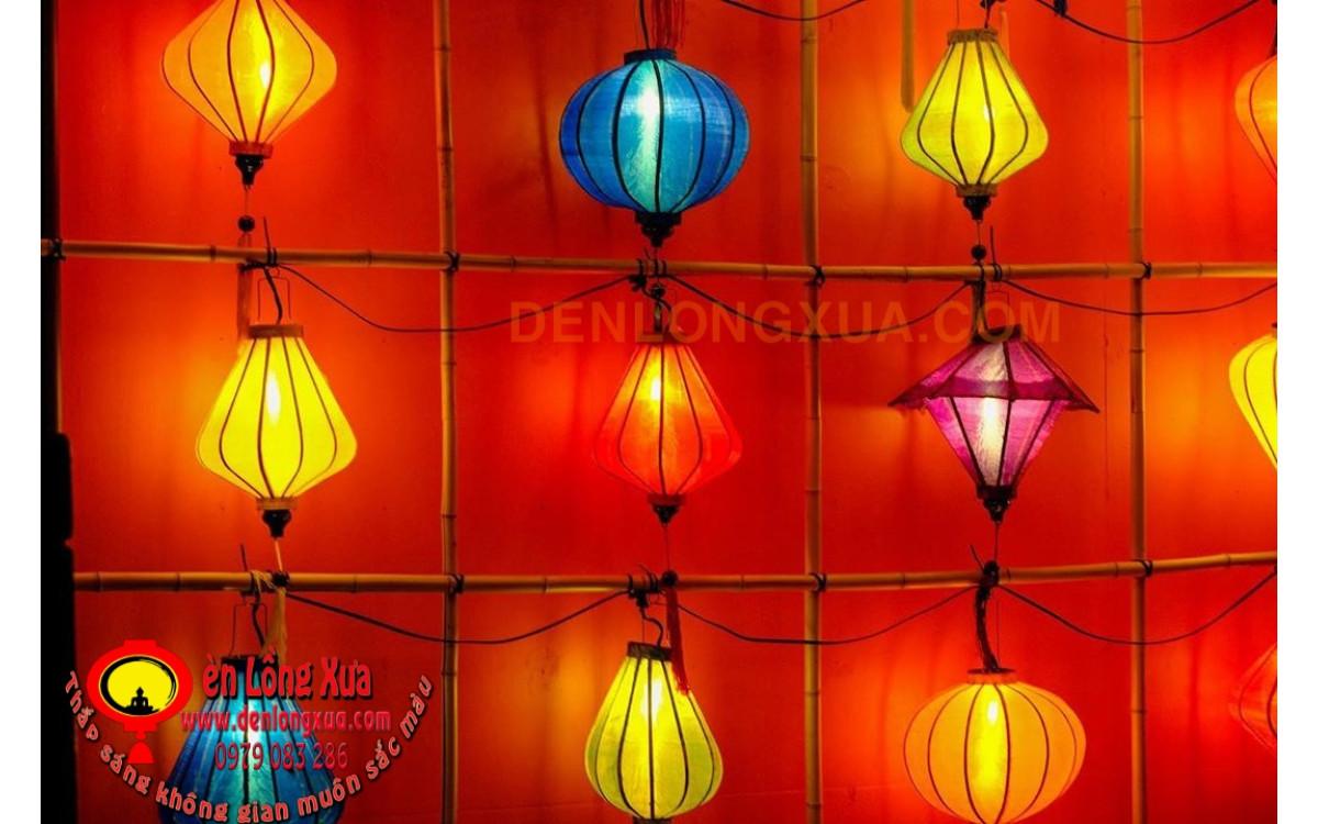 Đèn lồng trang trí kết hợp tre tạo bức tường