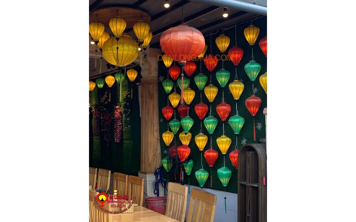 Đèn lồng tạo bức tường trang trí cho nhà hàng