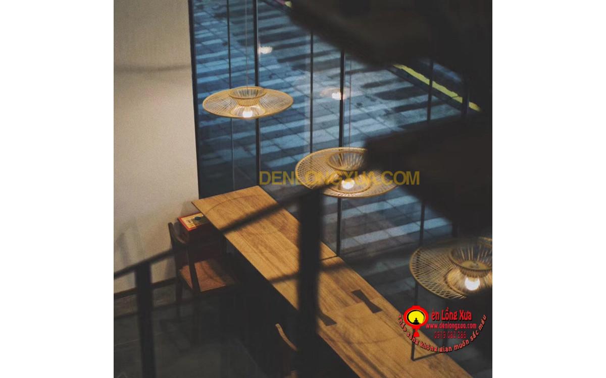 Đèn tre hình đĩa trang trí không gian quán cafe