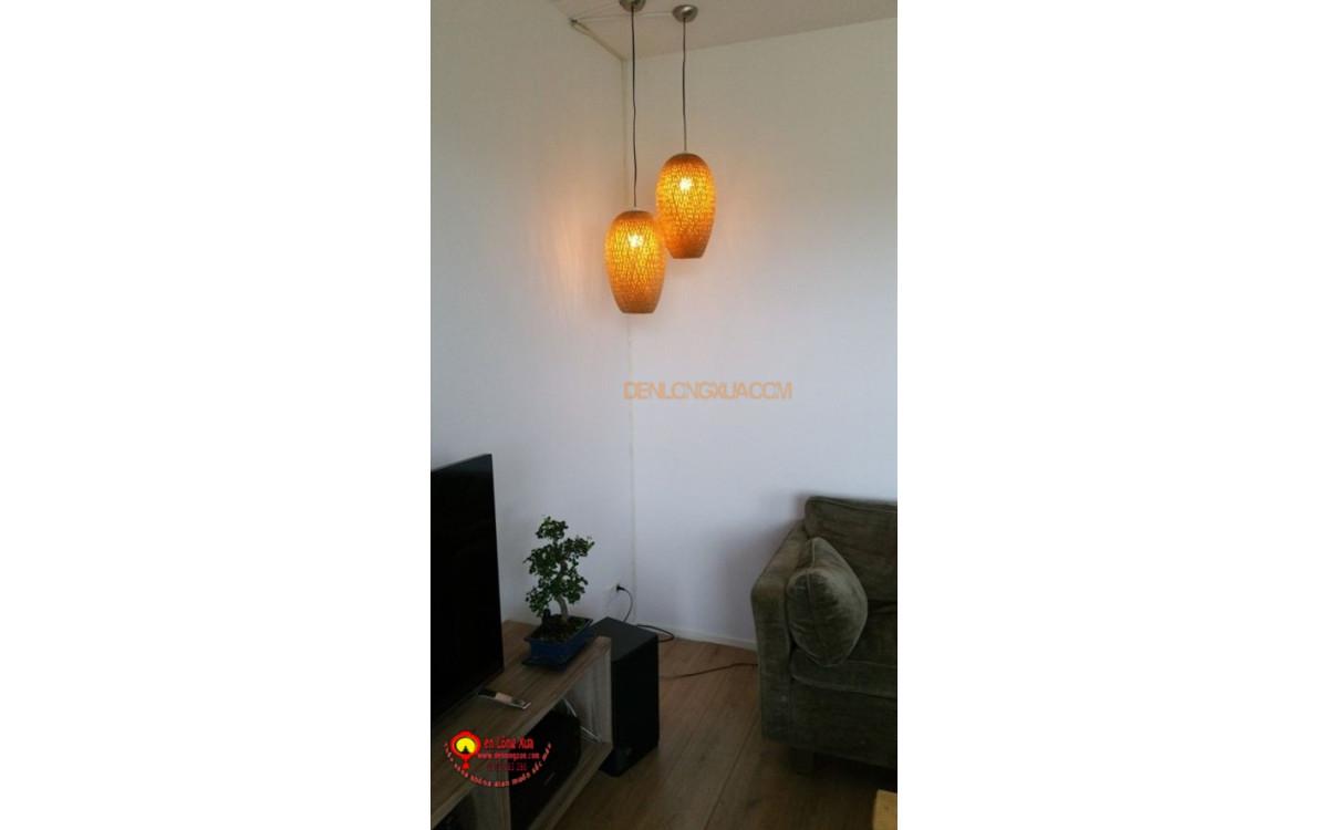 Đèn trụ tre trang trí góc phòng khách