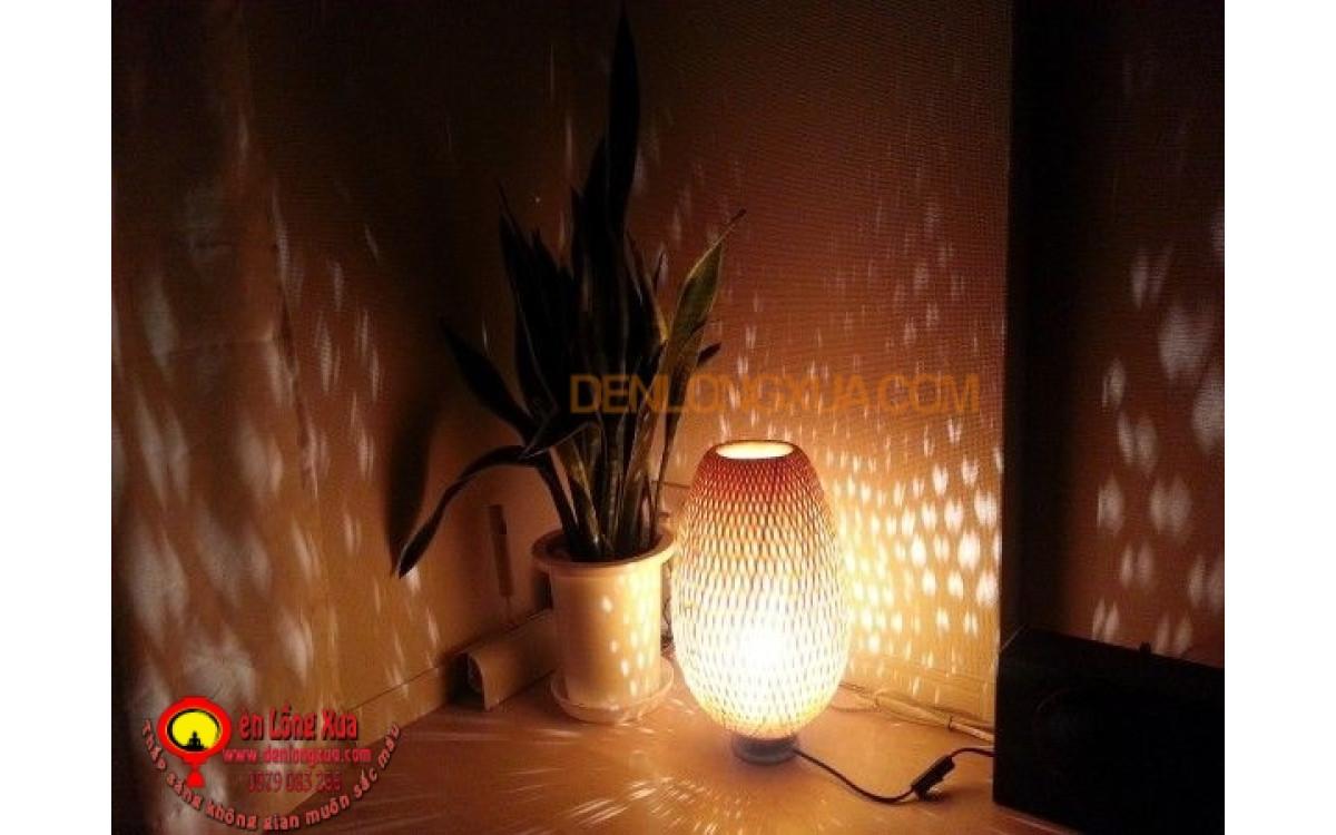 Đèn trụ tre trang trí góc nhà thay đèn ngủ