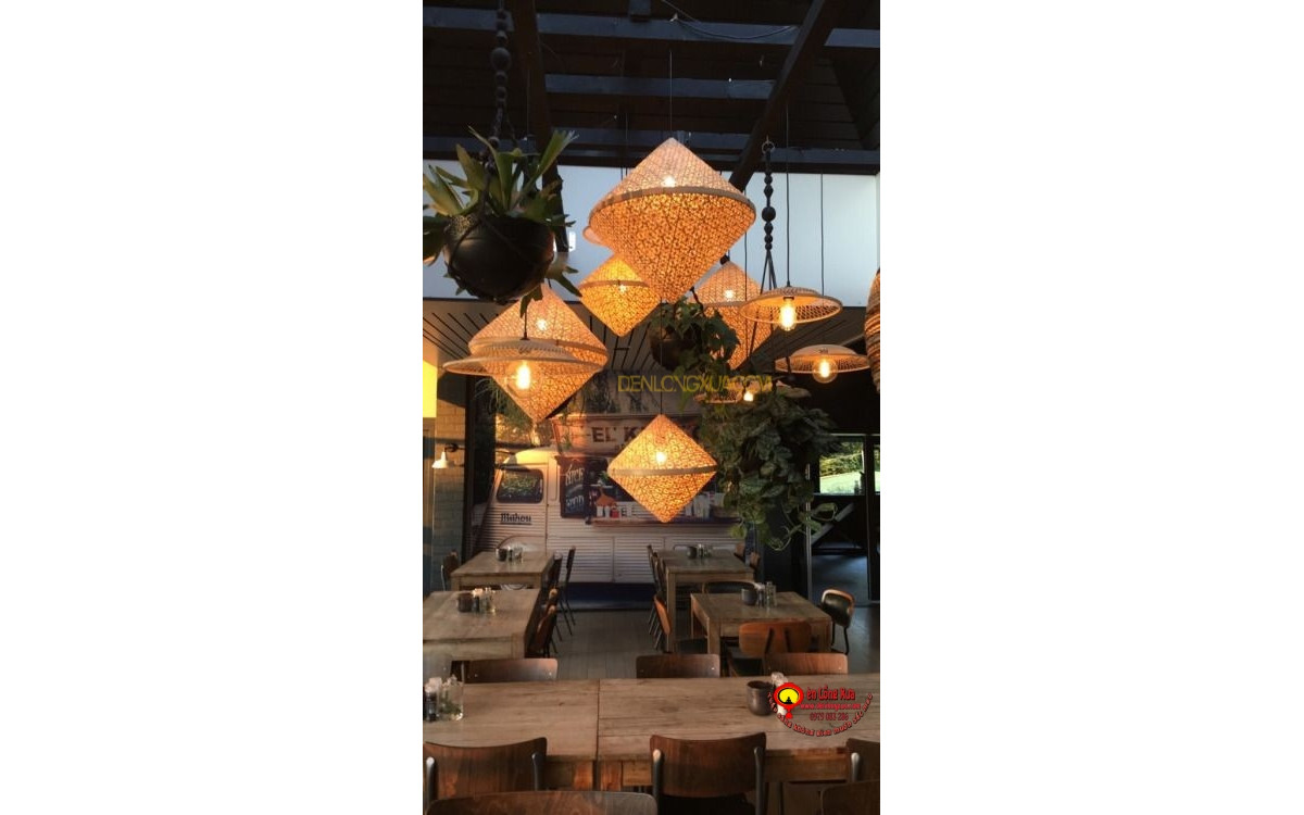Đèn nón tre trang trí thả nhà hàng