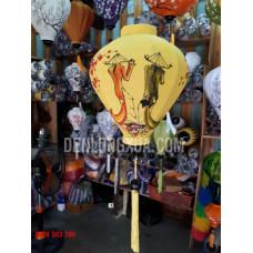 Đèn lồng tỏi vải đũi vẽ cô gái Việt